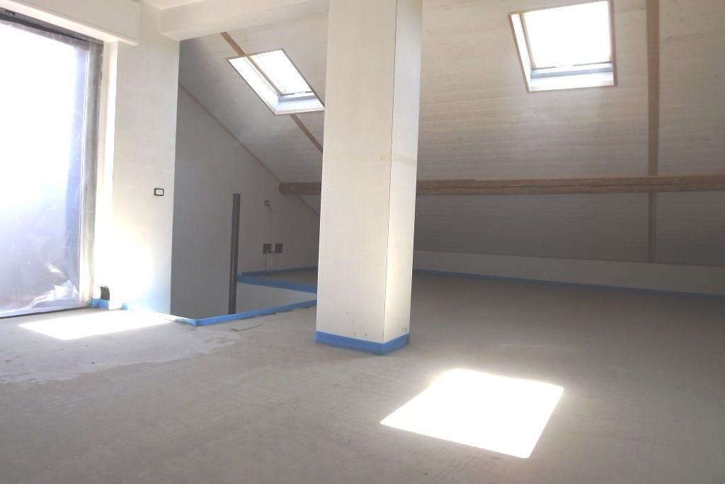 Foto 7 - Appartamento in Vendita - Carugo (Como)