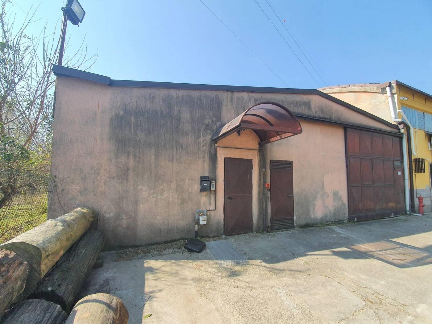 Foto 1 - Magazzino in Vendita - Monza, Zona Buonarroti