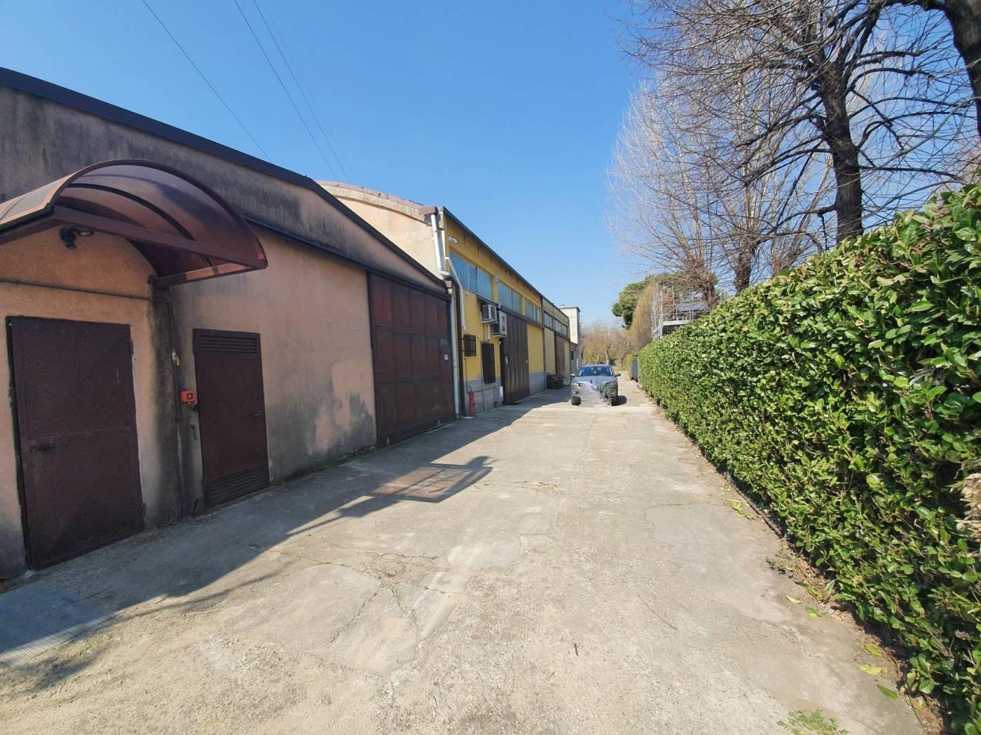 Foto 15 - Magazzino in Vendita - Monza, Zona Buonarroti