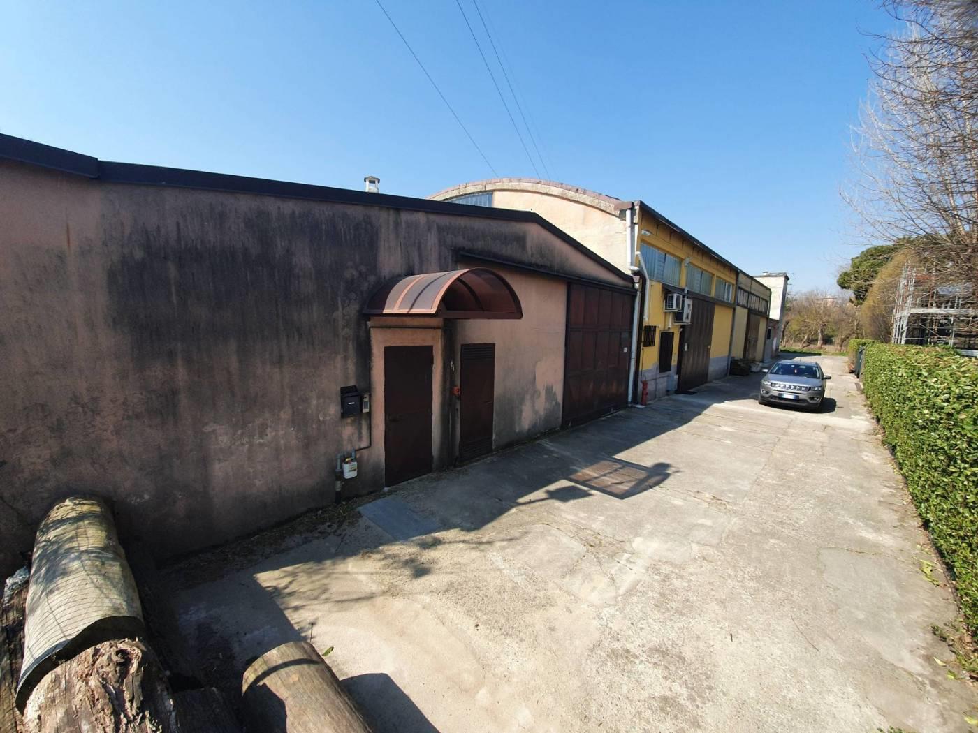 Foto 14 - Magazzino in Vendita - Monza, Zona Buonarroti